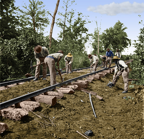 02135 - African-Americans repair track; Battle of Stones River, Murfreesboro, TN; 1863 [LC-DIG-cwpb-02135]